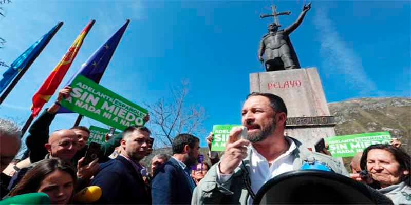 """Santi Abascal arranca en Asturias dando espadazos: """"Hay que reconquistar la unidad nacional"""""""