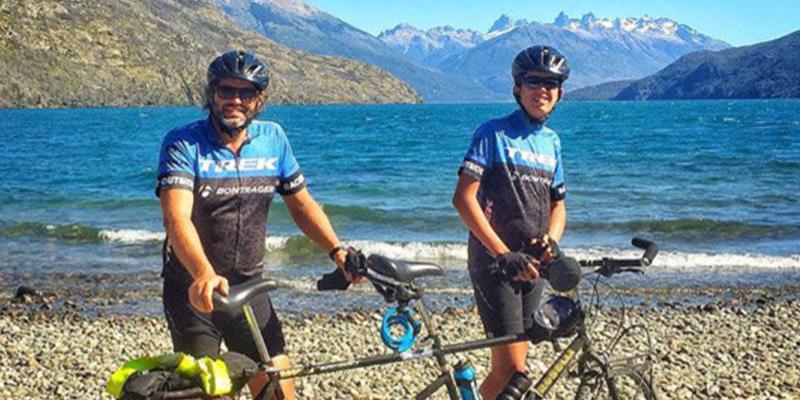 Este padre cruza en bicicleta la cordillera de los Andes con su hijo de 15 años con autismo
