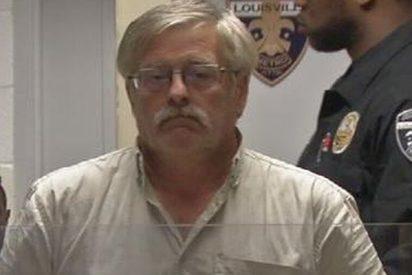 Este depredador sexual salvado por su pene porque el jurado vio la foto del 'aparato'