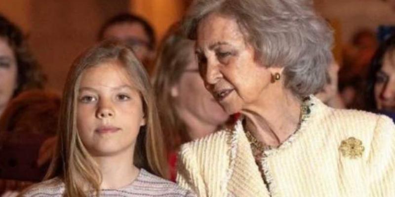Cachondeo en las redes con esta foto de la reina y la infanta Sofía