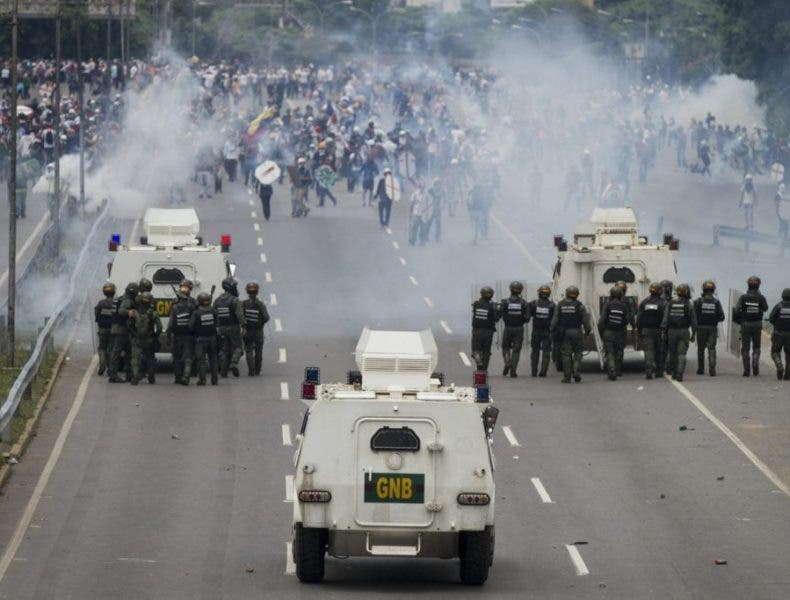 Empieza el derramamiento de sangre en Venezuela: Arrollamientos y heridos de bala