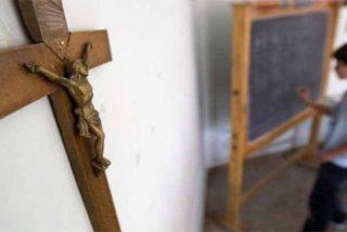 Asociaciones y partidos políticos exigen que la religión salga de las escuelas