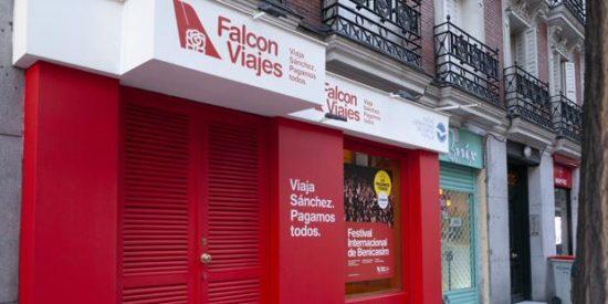 El PP trolea a Sánchez con una peculiar agencia de 'viajes gratis' a escasos 100 metros de su sede en Ferraz