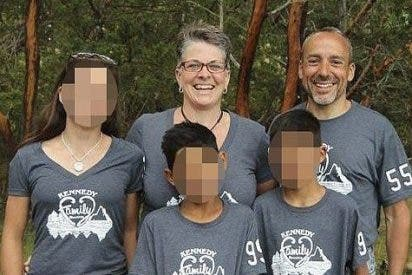 Una familia le adopta y él les agradece matándoles a tiros