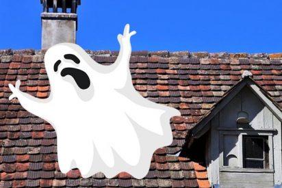 Mujer creyó durante 3 semanas que había un fantasma en su casa hasta que descubrió que era su ex novio escondido en el ático