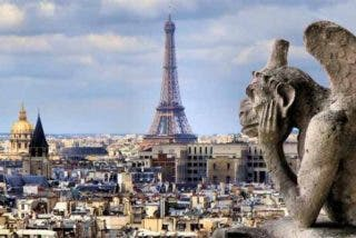 Francia estudia imponer el toque de queda en París por los descontrolados rebrotes del COVID-19
