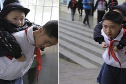 El bonito gesto de este niño con su amigo que está dando la vuelta al mundo