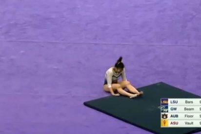 Vídeo: Gimnasta se rompe las dos piernas en plena performance