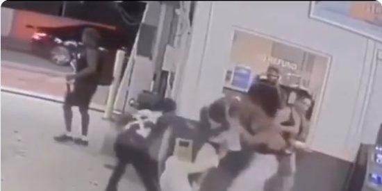 Video: Brutal golpiza del boxeador Shakur Stevenson a una pareja