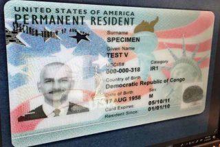 USCIS sufre retrasos en los procesos de 'green card' y naturalización y alerta a los inmigrantes