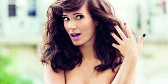 Esta actriz argentina jugó con su bikini y se dejó ver la mariposita