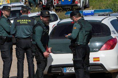 El mensaje de whatsapp que arde en los móviles de la Guardia Civil y que deja como 'La Chata' al ministro Marlaska a cuenta del operativo en Cataluña