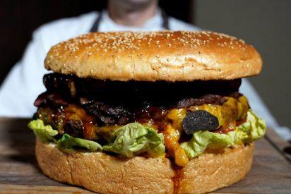 Así es la super hamburguesa japonesa que cuesta 800 euros y pesa tres kilos