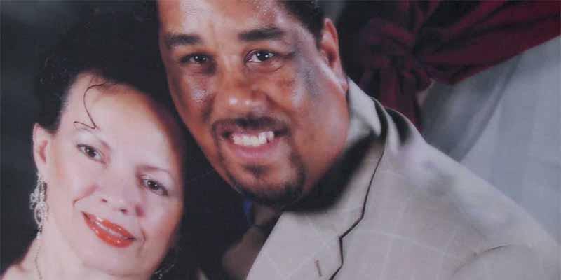 Una mujer hispana graba como su esposo muere durante una violenta detención policial