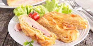 Hojaldre relleno de jamón y queso, receta fácil