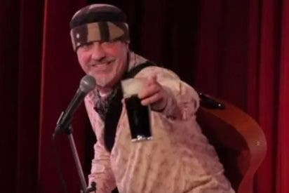 Comediante bromea sobre su muerte y en pleno show fallece de un brutal paro cardíaco