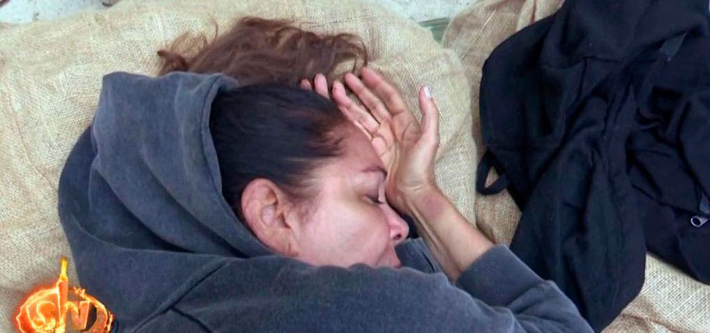 Isabel Pantoja se marea y Chelo García Cortés le ofrece un 'pollo a la Pantoja'