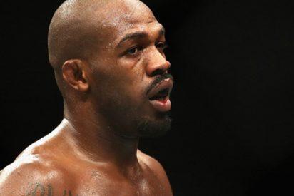 Este luchador de la UFC deja inconsciente a un aficionado al aplicarle una llave