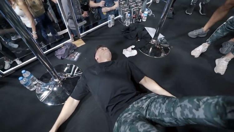 Luchador de UFC estrangula a un fanático hasta dejarlo inconsciente