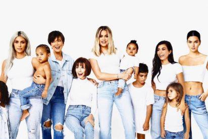 Las Kardashian: El nuevo blanco de las burlas online por los retoques de su última foto