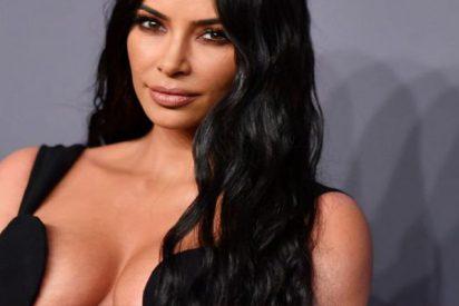 Kim Kardashian con un tan lujoso como diminuto tanga de Gucci