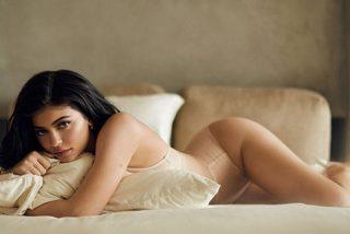 Kylie Jenner se calza un body de rejilla y le sienta a las mil maravillas
