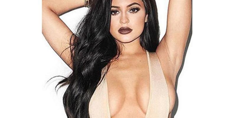Con este sujetador de rejilla, Kylie Jenner pone los pulgares de los likes muy tiesos