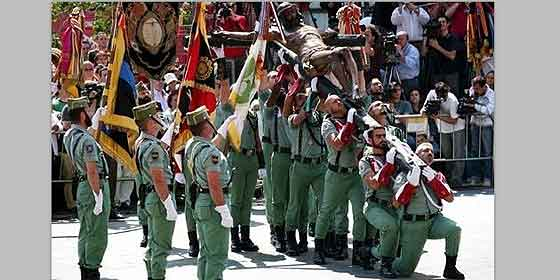 El Cristo de Mena y la Legión hacen vibrar a España entera y Podemos se lleva otro repaso