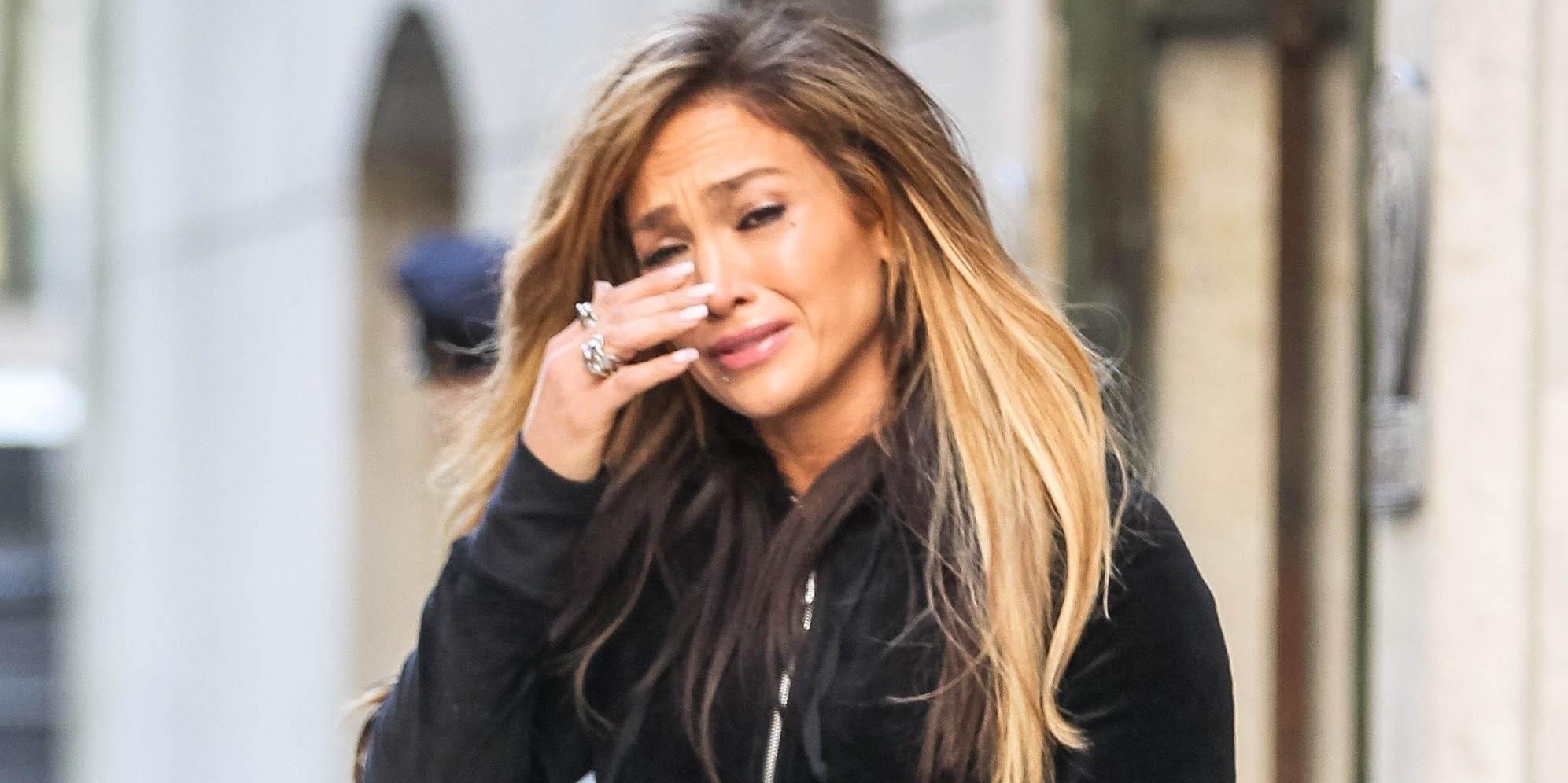 Jennifer López llorando en público y con unos ajustados pantalones de cuero