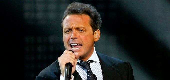 El cantante Luis Miguel cumple 49 años