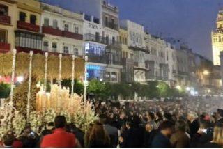 La hermandades de la 'Madrugá' recorren las calles de Sevilla tras una intensa tormenta de lluvia y granizo