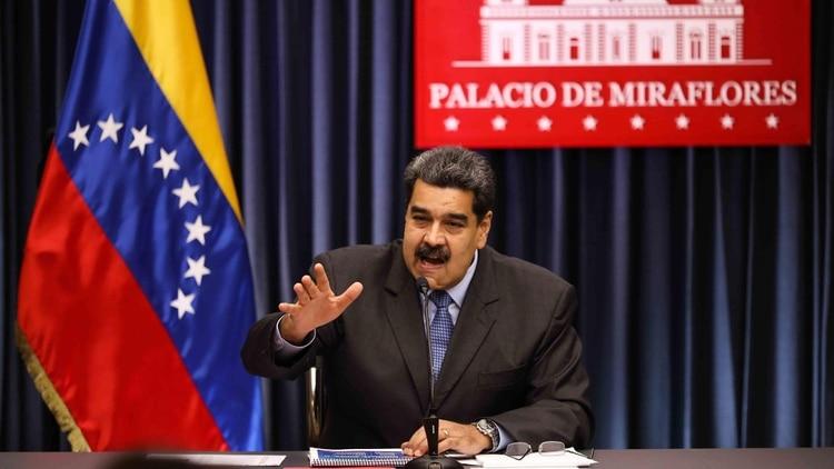 Vídeo: Maduro se enfrenta con un profesor que le pidió un aumento salarial