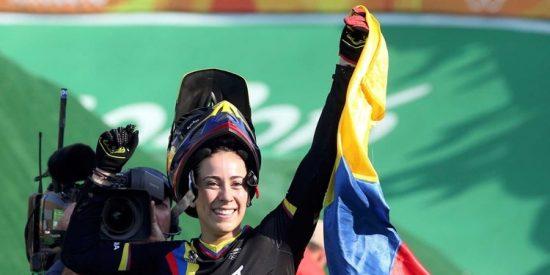 Retienen a la bicampeona olímpica de BMX en un aeropuerto de Argentina