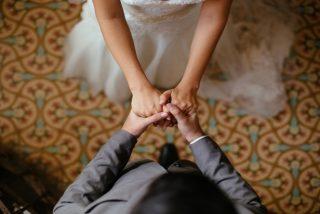 Los 'cocos' de una dama de honor arruinan una hermosa foto de boda