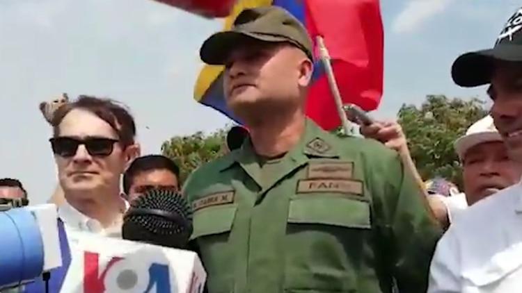 """El desgarrador relato de la madre del mayor del Ejército que apoyó a Guaidó: """"Están violando mi hogar"""""""