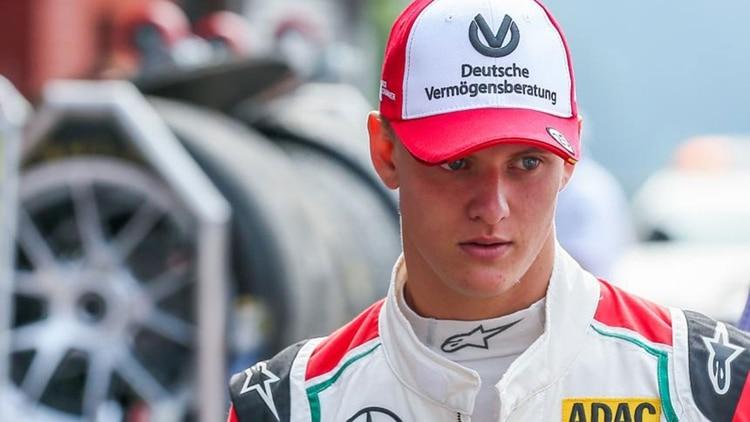 El apellido Schumacher regresa a la Fórmula 1: El hijo de Michael probó un Ferrari en Bahréin