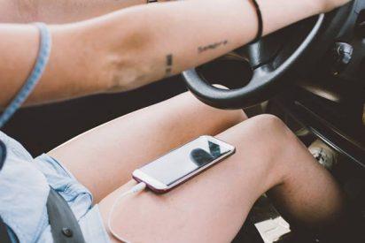 ¿Sabías que aunque estés parado en caravana, si usas el móvil, también te pueden multar?