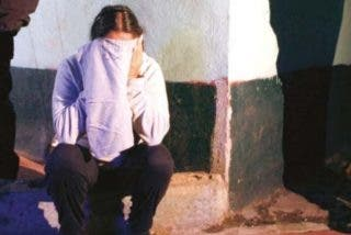 Policías la torturan y violan para que confiese que pertenece al cártel de Los Zetas