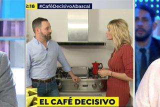 Antonio Naranjo 'le tira el café a la cara' a Elisa Beni, desbocada en TV con tal de insultar a Santi Abascal