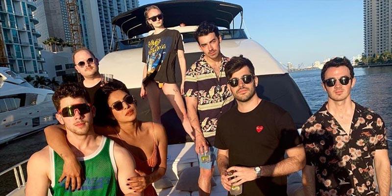"Nick Jonas: ""Se refiere a la cercana amistad de Priyanka Chopra con Sophie Turner y Danielle Jonas"""