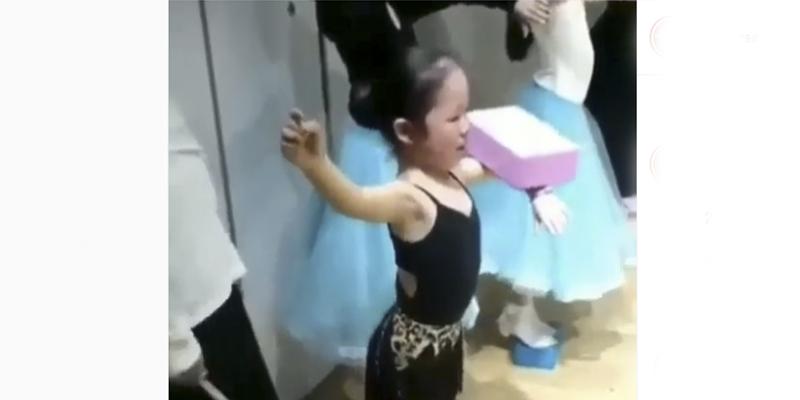 La estricta clase de baile de esta niña genera polémica en la Red