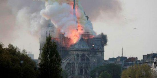 """La Noche más oscura de París: Ardió """"Nôtre Dame"""""""