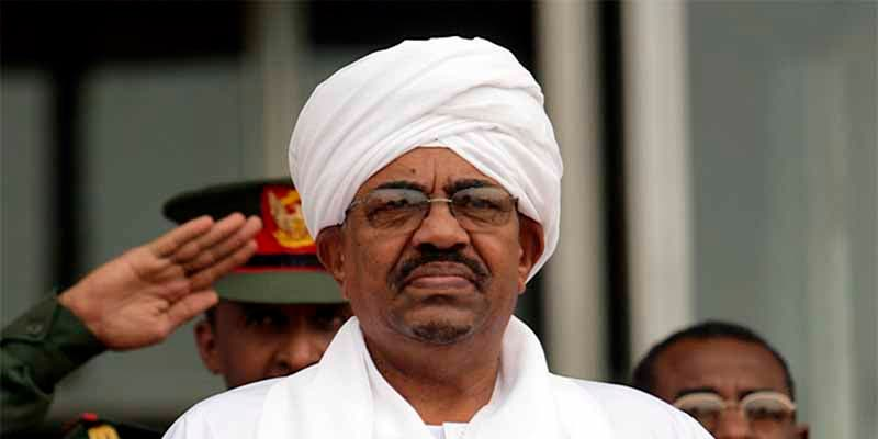 Los militares echan del trono al genocida Omar al Bashir, presidente de Sudán durante 30 años