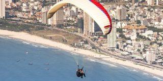 (VIDEO) Este paracaidista sufre un fuerte choque contra una pared por filmarse a sí mismo en su caída