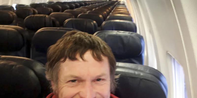 Este hombre viaja solo en un Boeing 737-800 porque nadie más había reservado billete