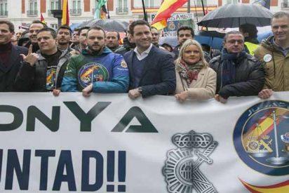 Policías y guardias civiles claman en masa por la equiparación salarial y acusan al Gobierno Sánchez de reirse de 140.000 familias