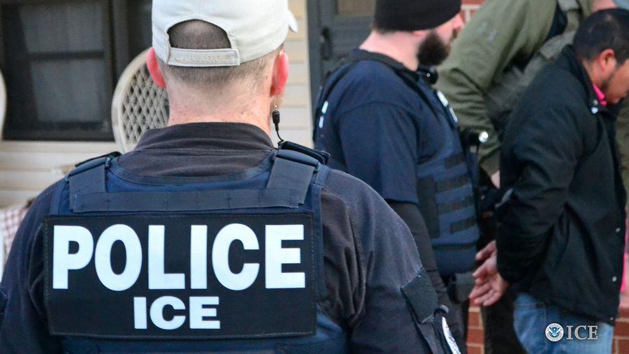Así 'caza' el ICE de Trump a los inmigrantes indocumentados en la 'Operación Mega'