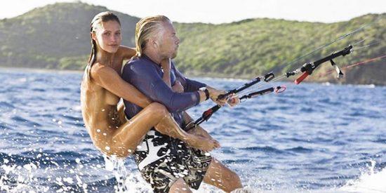 Las 8 claves del éxito y la felicidad según Richard Branson: el billonario que surfea y dirige 400 empresas