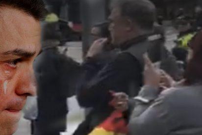 Abuchean a Pedro Sánchez en la Diagonal de Barcelona cuando salía de la entrevista-masaje con Julia Otero