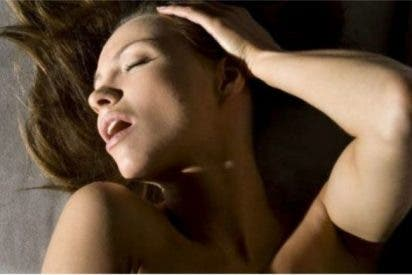 Una mujer sufre un derrame cerebral mientras le practicaban sexo oral